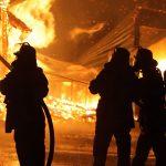 Feuerwehr löscht brannt