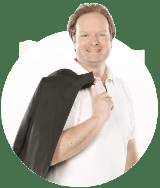 Matthias Recha ist Spezialist für Investment und IT bei der UFC GmbH. Seine E-Mail lautet recha@ufc-gmbh.de, die Telefonnummer 0551 - 7070219.